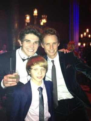 Fra Fee with Eddie Redmayne and Daniel Huttlestone.