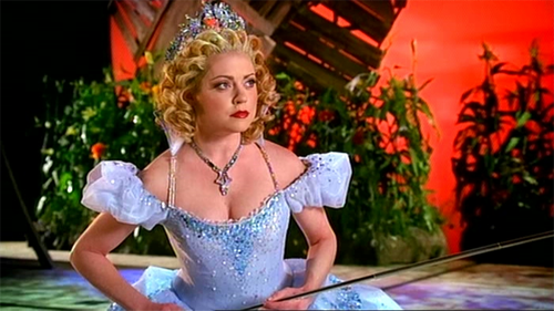 Kendra Kassebaum as Glinda